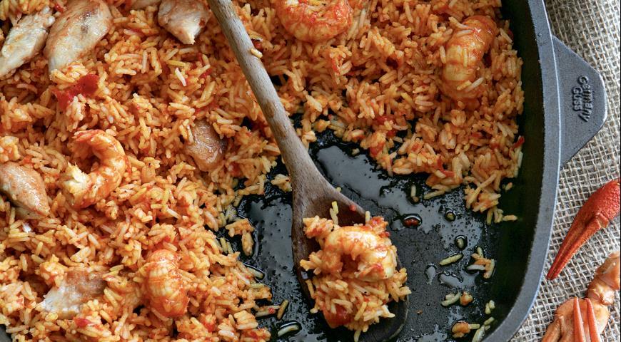 Рецепт Каталонская паэлья с рыбой-чертом и раками
