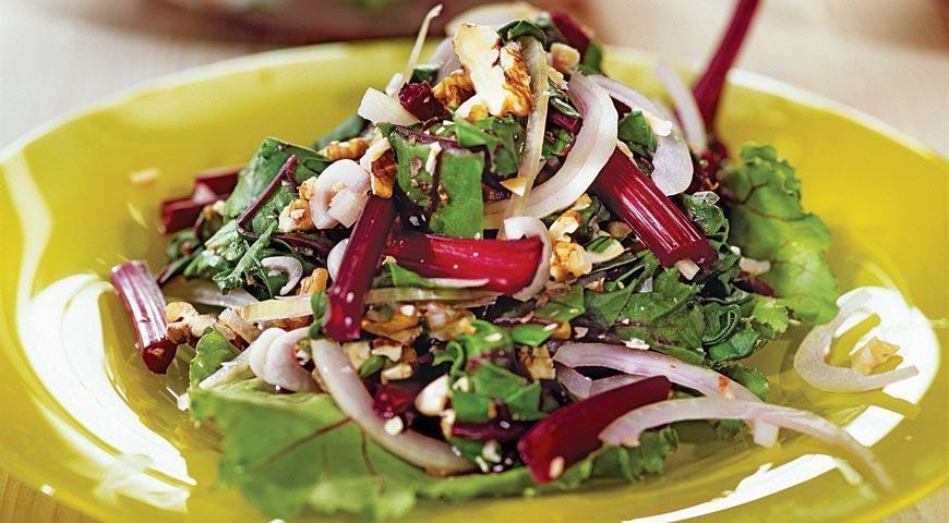 Рецепт Салат из свекольной ботвы с орехами