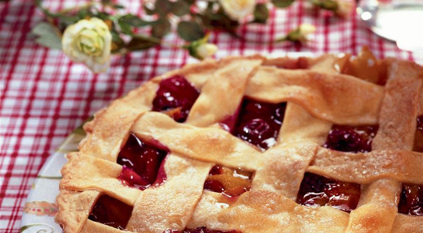 Рецепт Пирог с персиками и вишнями