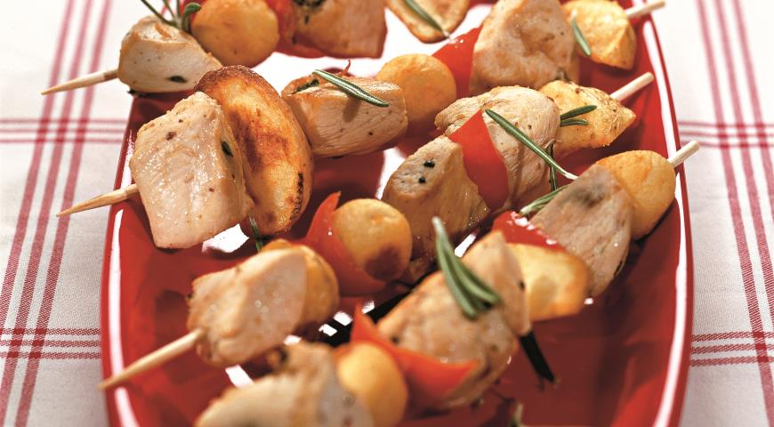 Картофельные шашлыки с курицей