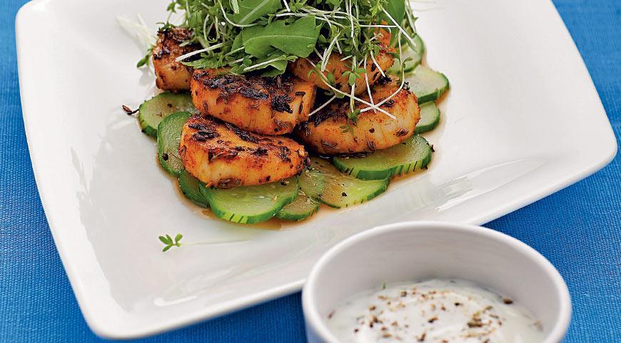 Рецепт Салат из морских гребешков с огуречным соусом