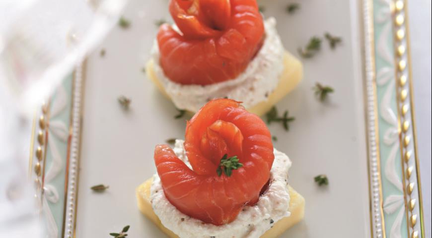 Рецепт Копченый лосось с соусом из хрена