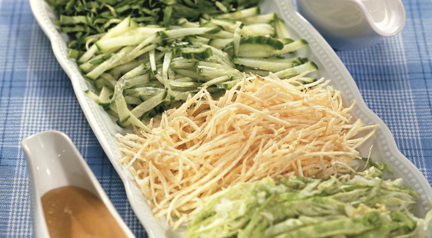 Рецепт Нарезка из ранних овощей с соусами