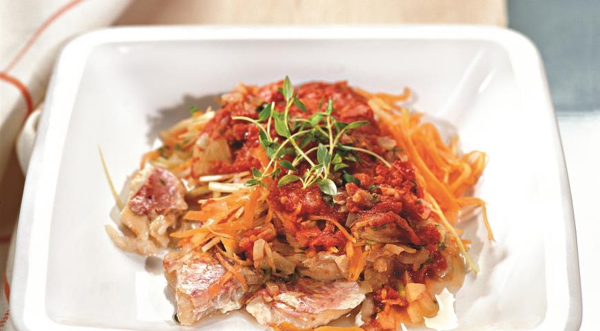 Рецепт Рыба, тушенная в томатном соусе с овощами