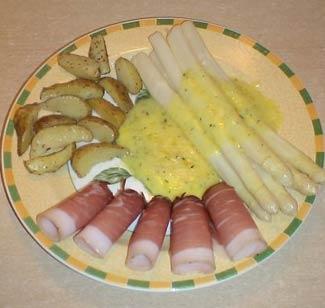 Рецепт Спаржа под голландским соусом с картошкой и окороком