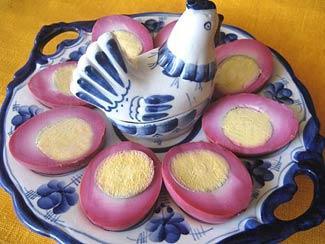 Рецепт Пасхальные яйца, крашенные в свекле