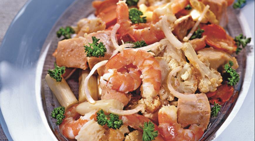 Рецепт Рыбное филе, жаренное с овощами и креветками