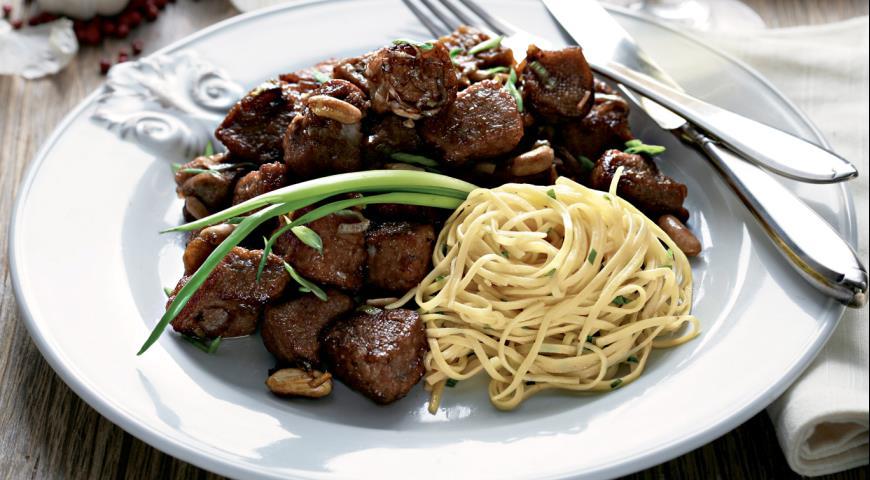 Рецепт Свинина и баклажаны, жаренные с арахисом и пореем