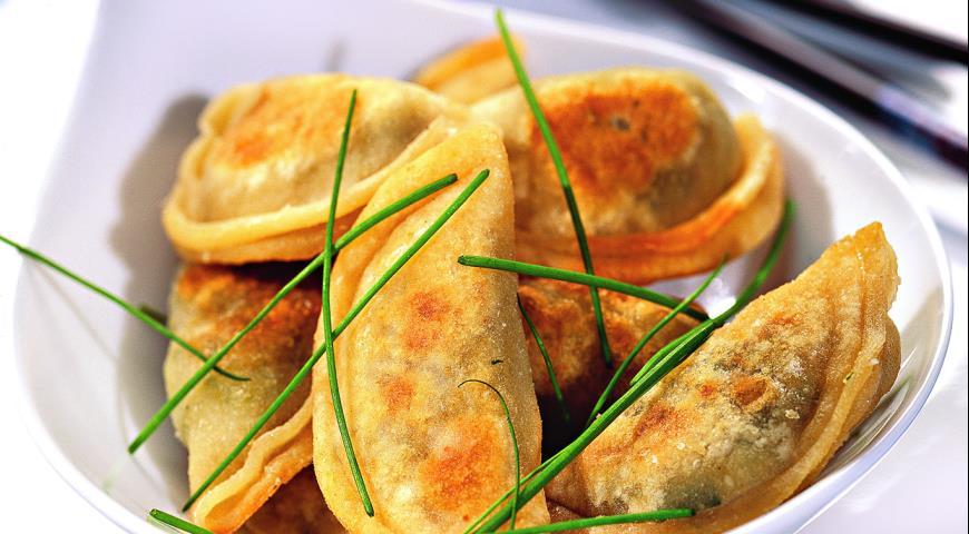 Пельмени на сковороде с соусом рецепт пошагово