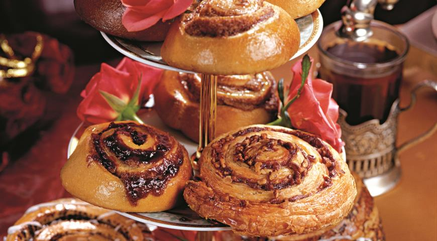 Рецепт Булочки с корицей, изюмом и грецкими орехами