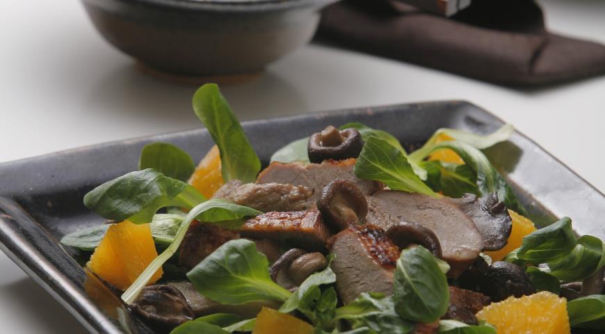 Рецепт Салат из теплой утки, апельсинов и грибов
