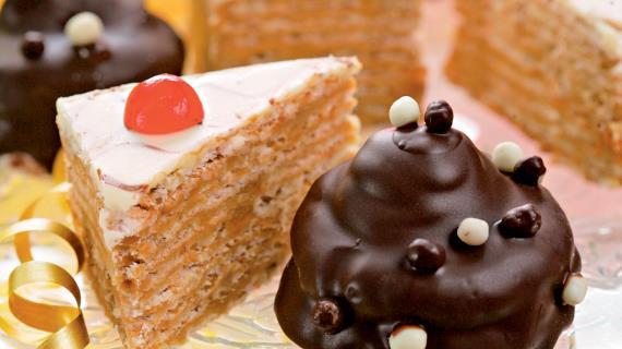 Шоколадное пирожное с черносливом