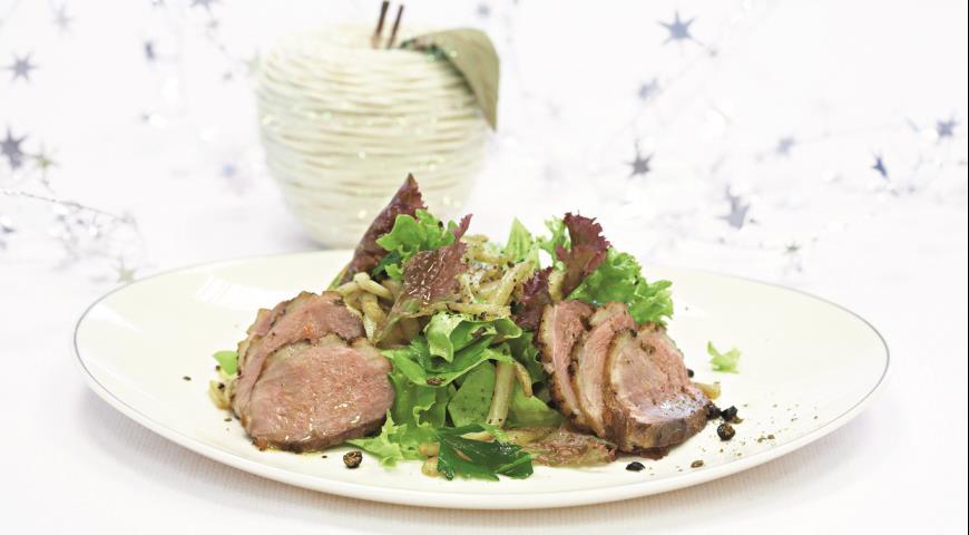 Рецепт Горячий салат с утиной грудкой и томленым картофелем