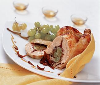 Рецепт Цыпленок, фаршированный виноградом с белыми грибами