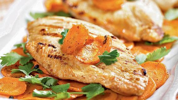 Цыпленок в йогурте, жаренный на гриле, и морковь с кардамоном