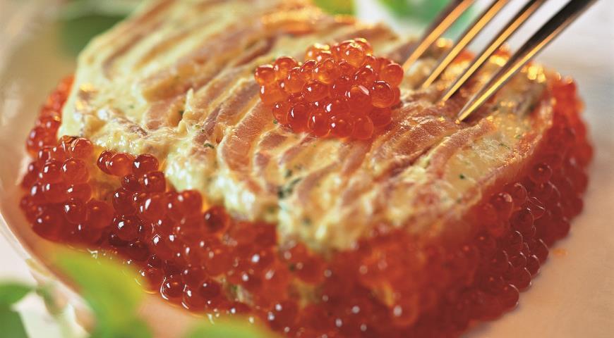 Рецепт Террин из копченого лосося с икорным соусом