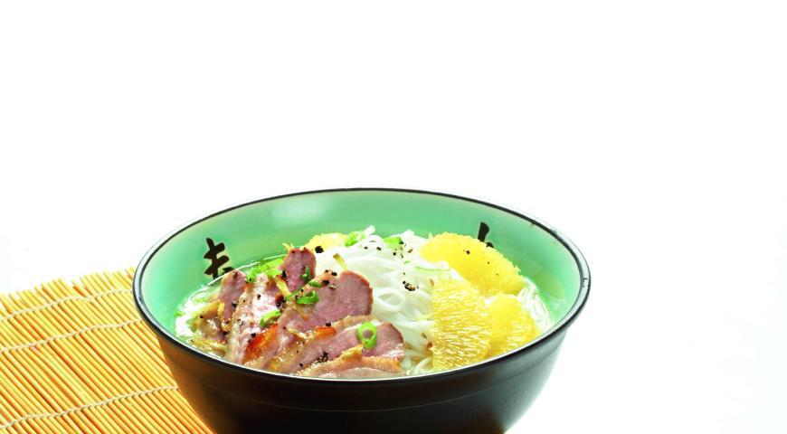 Рецепт Цитрусовый суп с уткой и рисовой лапшой