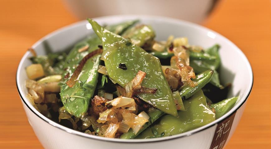 Рецепт Зеленая фасоль, горошек и порей, жареные с чесноком