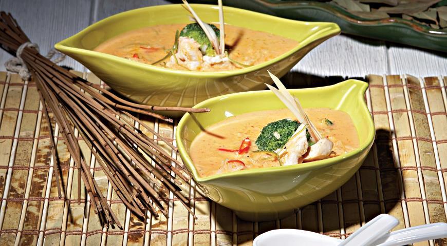 Рецепт Тайский суп с курицей и красной пастой карри