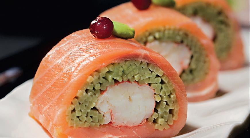 Рецепт Удзича футомаки – роллы с копченым лососем и лапшой удзича