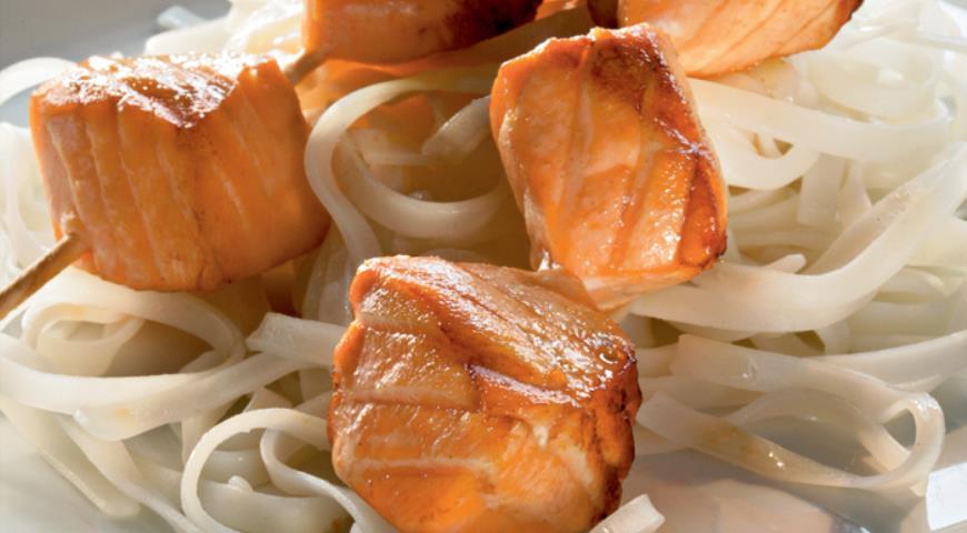 Рецепт Быстро маринованная семга на гриле с жасминовой лапшой