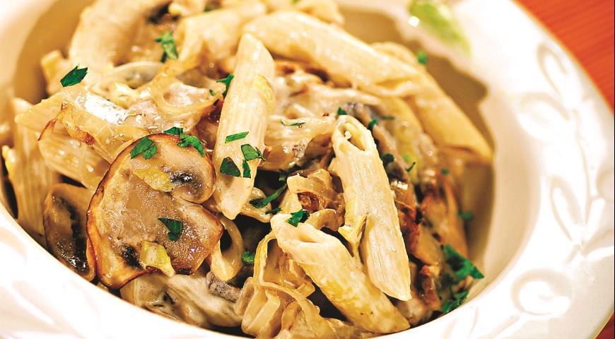 Рецепт Пенне с грибами и луком