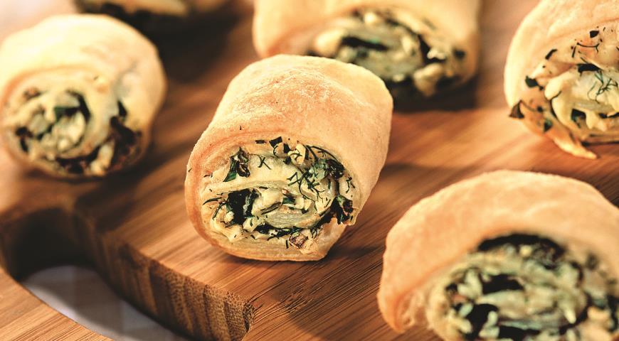 Рецепт Слоеные рулетики с сыром и зеленью