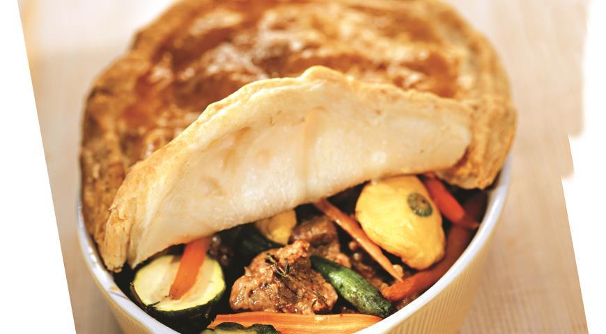 Рецепт Говядина с молодыми овощами под хлебной крышкой