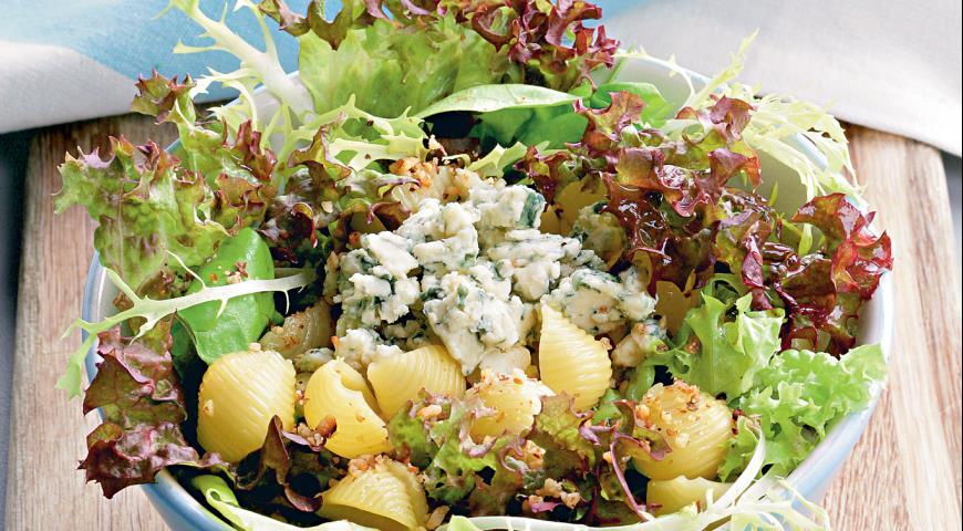 """Рецепт Салат с сыром, орехами и """"ракушками"""""""