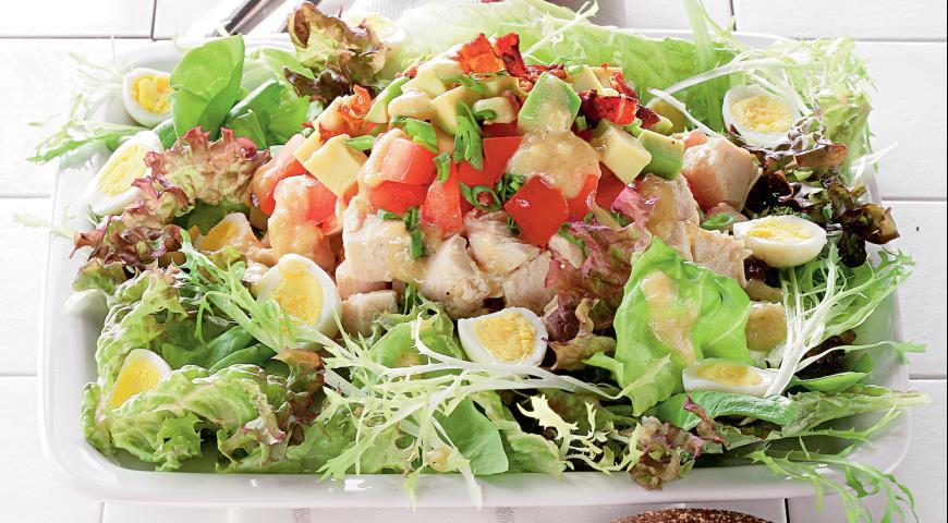 Рецепт Голливудский салат с курицей и беконом