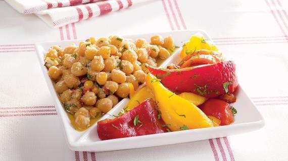 Каталонский перечный салат с нутом и пикадой