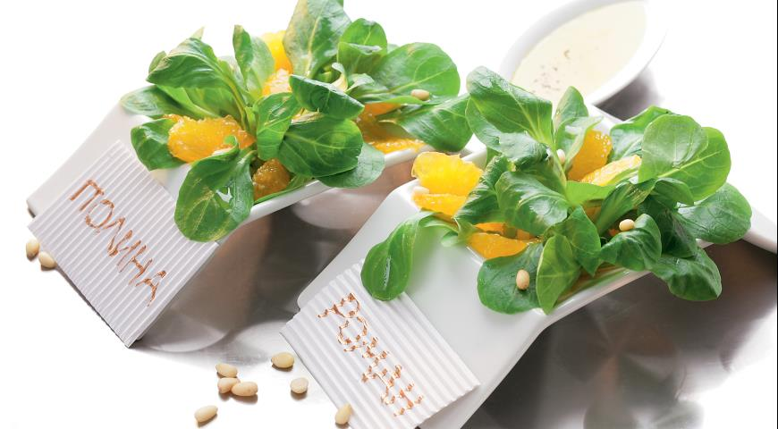 Рецепт Салат корн с мандарином и кедровыми орешками