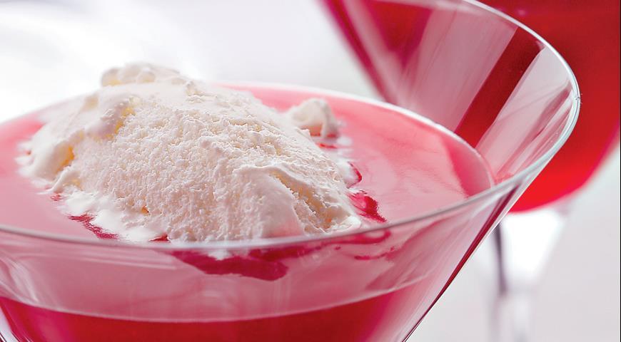 Рецепт Ягодный кисель с ванильным мороженым