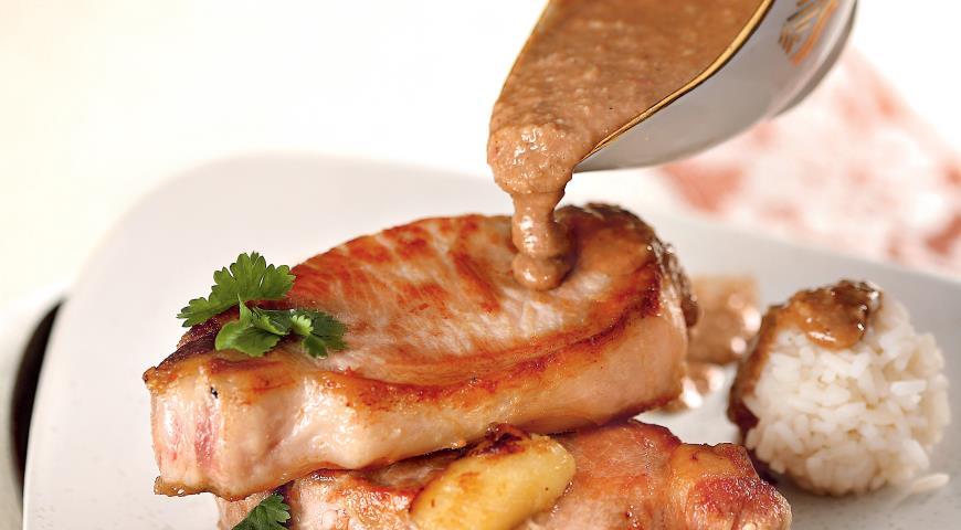 Рецепт Свинина с бананом и арахисовым соусом