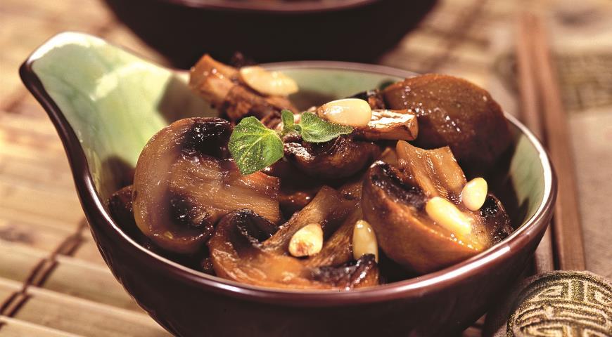 Рецепт Шампиньоны с кедровыми орешками