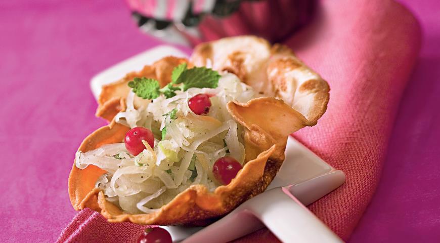 Рецепт Салат с квашеной капустой и мятой