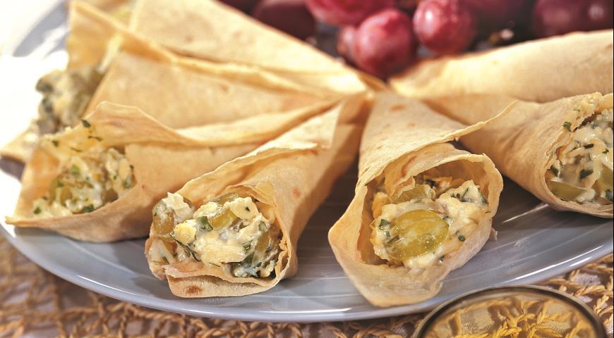 Рецепт Кулечки из лаваша с сыром и виноградом
