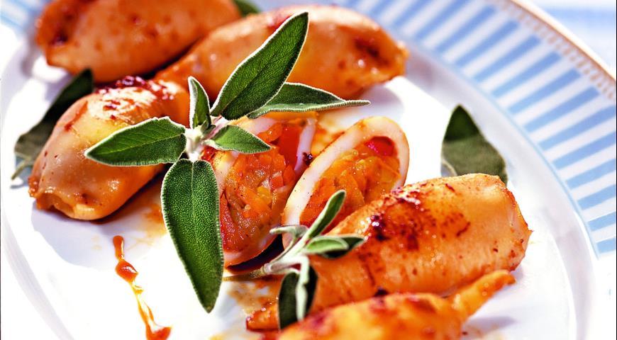 Рецепт Кальмары, фаршированные тушеными овощами и грибами