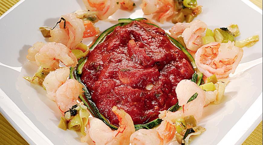 Рецепт Креветки, тушенные с томатом и пореем