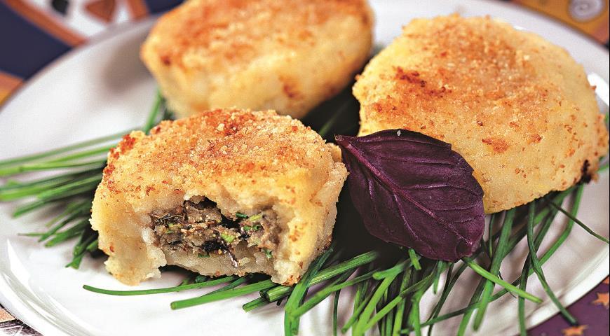 Рецепт Картофельные биточки с начинкой из шпрот