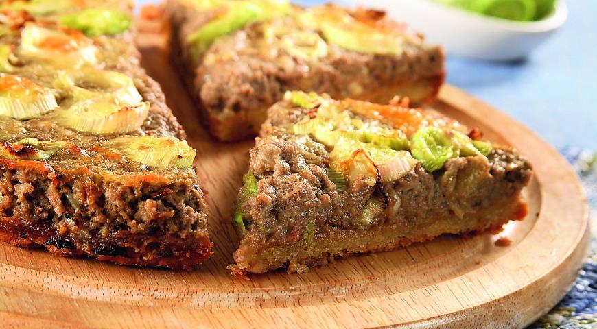 Рецепт Пирог из паштета с двумя видами лука