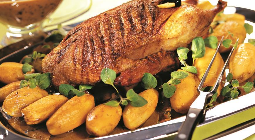 Рецепт Утка с яблоками и черносливом в сливовом соусе