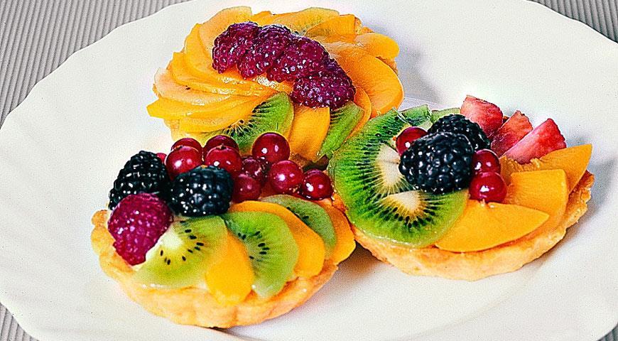 Корзиночки с кремом и фруктами