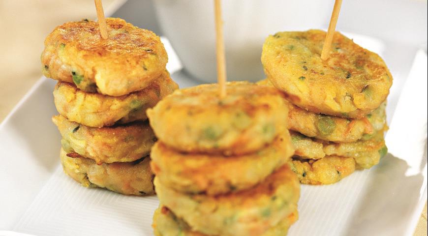 Рецепт Овощные котлеты с соусом из зеленого горошка