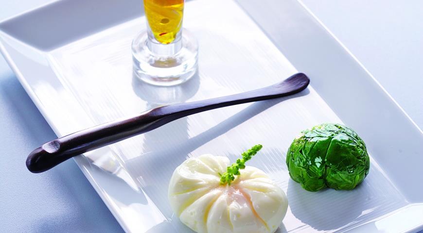 Рецепт Яйцо-поше со шпинатом и острым маслом