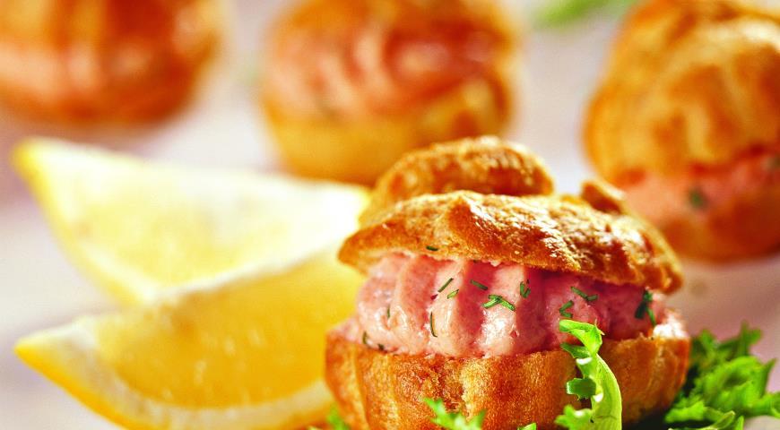 Рецепт Профитроли с муссом из лосося