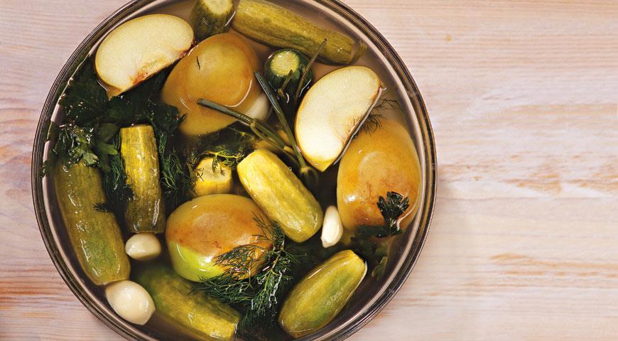 Рецепт Малосольные огурцы с яблоками