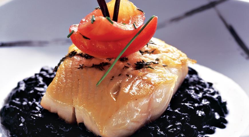 Рецепт Черная треска с черным ризотто и сладкими томатами