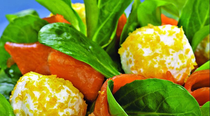 Салат с креветками и мясом краба