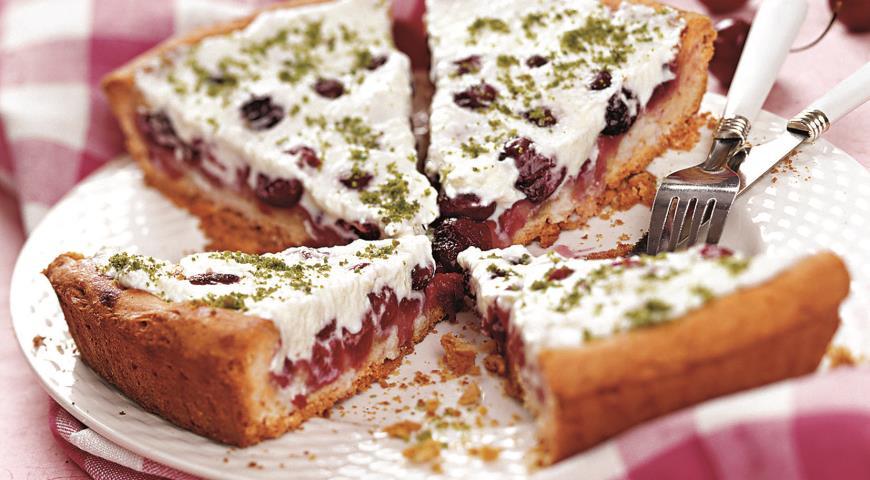 Рецепт Черешневый пирог с миндальным кремом